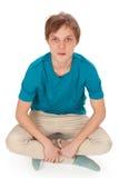 Adolescente se sienta en el suelo Foto de archivo