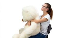 Adolescente serio con el oso de peluche Imagen de archivo