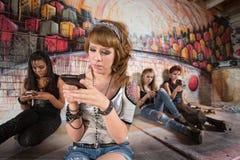 Adolescente serio en el teléfono Imagen de archivo libre de regalías