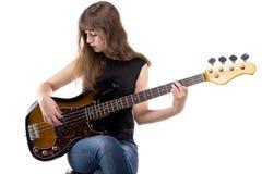 Adolescente serio que juega en la guitarra Fotografía de archivo