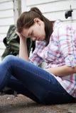 Adolescente sin hogar en las calles con la mochila Foto de archivo libre de regalías