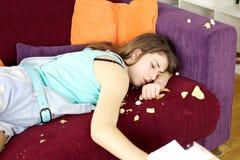 Adolescente soñoliento que hace después lío Foto de archivo
