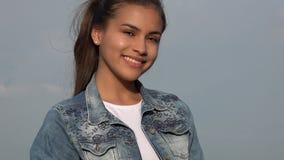 Adolescente sonriente aislado Fotos de archivo libres de regalías