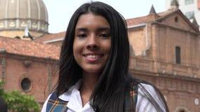 Adolescente sonriente cerca de la iglesia Fotos de archivo libres de regalías