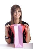 Adolescente sonriente con el bolso de compras Imagen de archivo