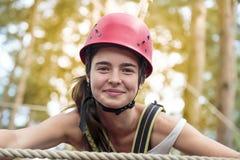 Adolescente sonriente con el casco Fotografía de archivo