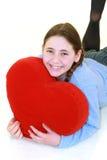 Adolescente sonriente con el haert rojo Foto de archivo
