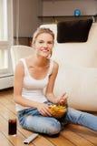 Adolescente sonriente con teledirigido Imagen de archivo libre de regalías