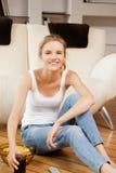 Adolescente sonriente con teledirigido Foto de archivo libre de regalías