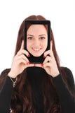 Adolescente sonriente del retrato con la tableta digital que hace el selfie Foto de archivo