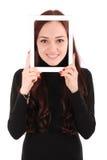 Adolescente sonriente del retrato con la tableta digital que hace el selfie Fotografía de archivo