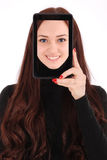 Adolescente sonriente del retrato con la tableta digital que hace el selfie Foto de archivo libre de regalías