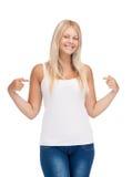 Adolescente sonriente en camiseta blanca en blanco Foto de archivo