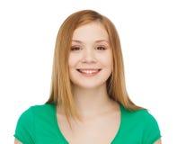 Adolescente sonriente en ropa casual Imagenes de archivo