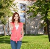 Adolescente sonriente en ropa casual Fotografía de archivo libre de regalías