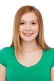 Adolescente sonriente en ropa casual Imagen de archivo