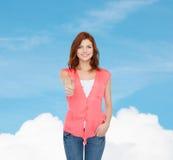 Adolescente sonriente en ropa casual Imágenes de archivo libres de regalías