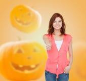 Adolescente sonriente en ropa casual Foto de archivo libre de regalías