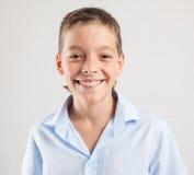 Adolescente sonriente feliz Fotos de archivo libres de regalías