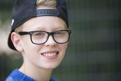 Adolescente sonriente feliz del retrato Foto de archivo libre de regalías