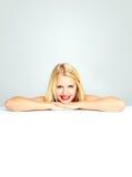 Adolescente sonriente femenino atractivo Imagen de archivo