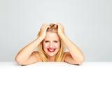 Adolescente sonriente femenino atractivo Foto de archivo libre de regalías