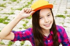 Adolescente sonriente hermoso Foto de archivo libre de regalías