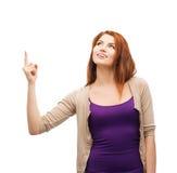 Adolescente sonriente que destaca su finger Imágenes de archivo libres de regalías