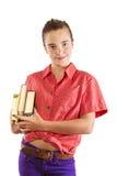 Adolescente sonriente que lleva algunos libros, aislados en blanco Fotografía de archivo libre de regalías