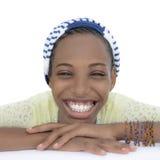 Adolescente sonriente que lleva un pañuelo rayado, aislado Imágenes de archivo libres de regalías