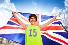 Adolescente sonriente que sostiene la bandera de Gran Bretaña Fotografía de archivo