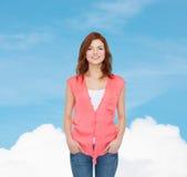 Adolescente sorridente in abbigliamento casual Fotografie Stock
