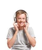 Adolescente sorridente che ascolta la musica Fotografia Stock
