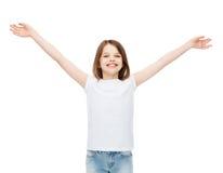 Adolescente sorridente con le mani sollevate Fotografia Stock Libera da Diritti