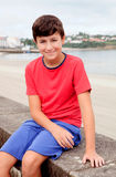 Adolescente sorridente in vacanza alla costa Fotografia Stock Libera da Diritti