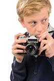 Adolescente sospechoso que sostiene la cámara retra Imagen de archivo