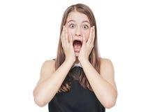 Adolescente spaventato giovani che copre la sua bocca di mano isolata Fotografia Stock