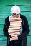 Adolescente stanco con libri Fotografia Stock