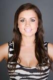 Adolescente Stunning del Brunette in vestito dalla stampa della zebra Fotografia Stock