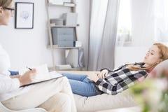 Adolescente subrayado durante psicoterapia Fotos de archivo libres de regalías
