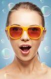 Adolescente surpreendido nas máscaras Imagens de Stock Royalty Free