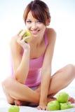 Adolescente sveglio con le mele Fotografia Stock
