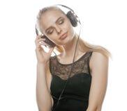 Adolescente talentoso dulce joven en auriculares Foto de archivo libre de regalías