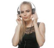 Adolescente talentoso dulce joven en auriculares Imágenes de archivo libres de regalías