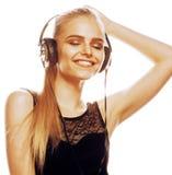 Adolescente talentoso dulce joven en el canto de los auriculares aislado Foto de archivo libre de regalías