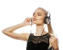 Adolescente talentoso dulce joven en el canto de los auriculares aislado Imágenes de archivo libres de regalías