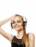 Adolescente talentoso dulce joven en el canto de los auriculares aislado Fotografía de archivo libre de regalías