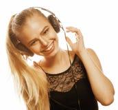 Adolescente talentoso dulce joven en el canto de los auriculares aislado en blanco Imagen de archivo libre de regalías