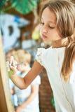 Adolescente talentoso en Art Class Imagen de archivo