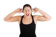Adolescente tapando sus oídos Fotos de archivo